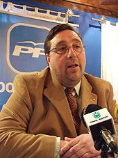 """Foto de Pereira ya luce siglas """"PP"""" y espera tomar el testigo de García Millán también en la alcaldía de Villafranca"""