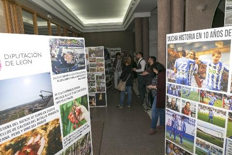"""Foto de La exposición """"10 Años de Periodismo Digital en El Bierzo"""" llega a Villafranca"""