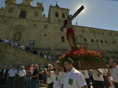 Foto de La procesión y la misa marcan el día grande del Cristo