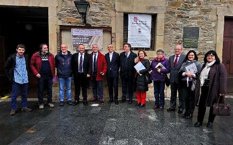 Foto de Presentan en Villafranca el Premio Morales de creación literaria y plástica para promocionar el gallego en El Bierzo