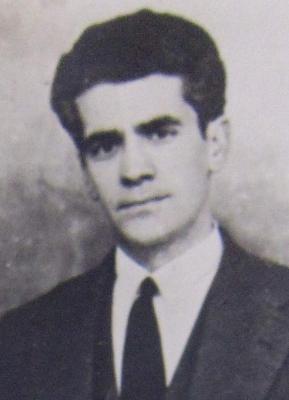 Foto de Recuerdo y reconocimiento al alcalde Antonio Gabelas y su corporación en la villa del burbia.