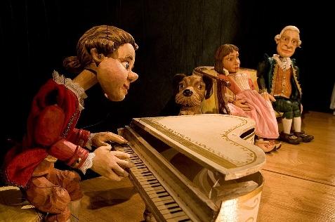 Foto de Los gallegos Títeres Cachirulo llevan al pequeño Mozart a jugar a Villafranca del Bierzo